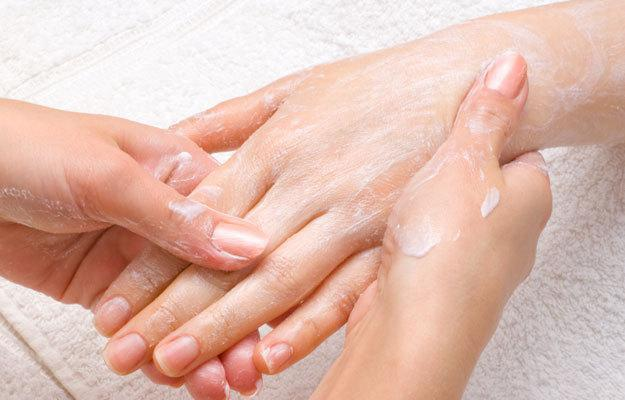 """""""Wellness –Manicure"""" Basta con le mani screpolate in inverno!"""