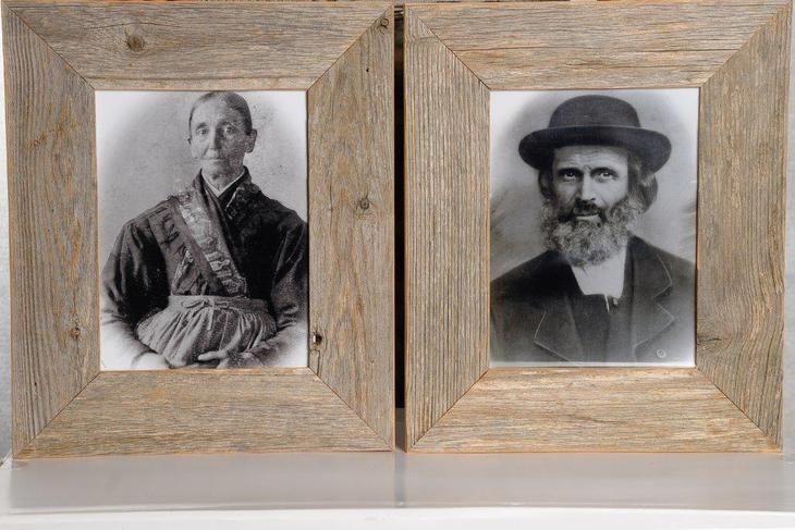 Cornici in legno invecchiato originale, formato: 83x93 cm. Euro 229.-